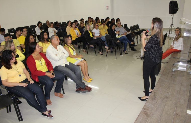 Profissionais de diversas  secretarias participam de palestra
