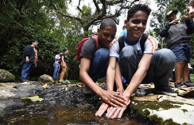 Projeto 'Parque Para Todos' leva alunos  com deficiência ao Parque do Vulcão
