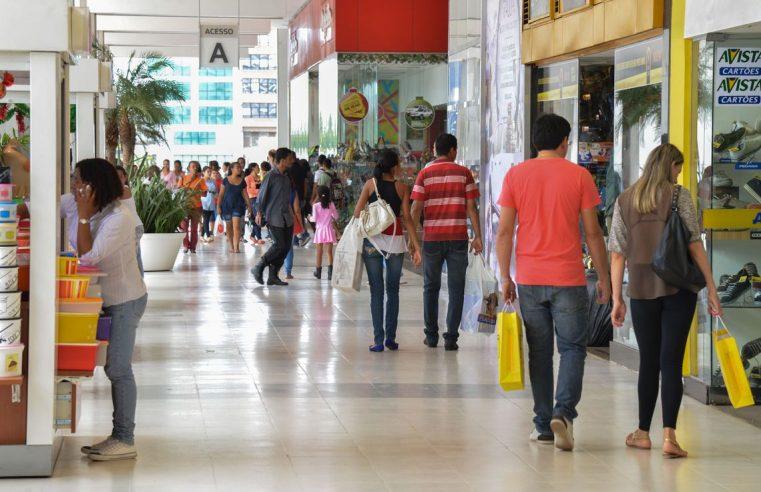 Intenção de consumo das famílias cresce pelo terceiro mês