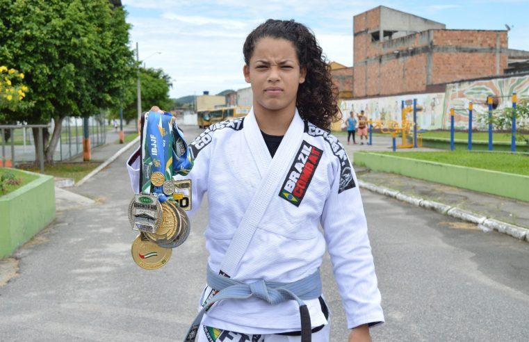 Destaque no jiu-jitsu, queimadense  Júlia Alves colecionou vitórias em 2019