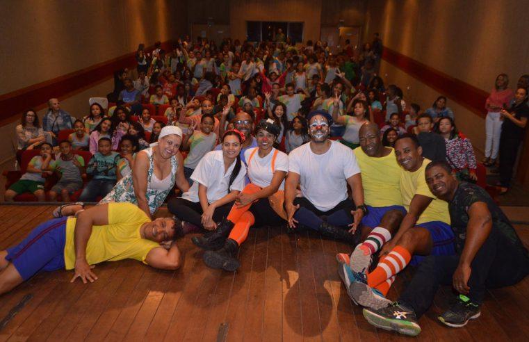 Peça teatral conscientiza alunos  de Queimados sobre bullying