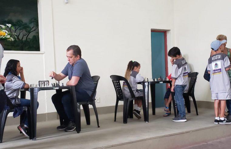 Projeto inaugura mais uma  sala de xadrez em Mesquita