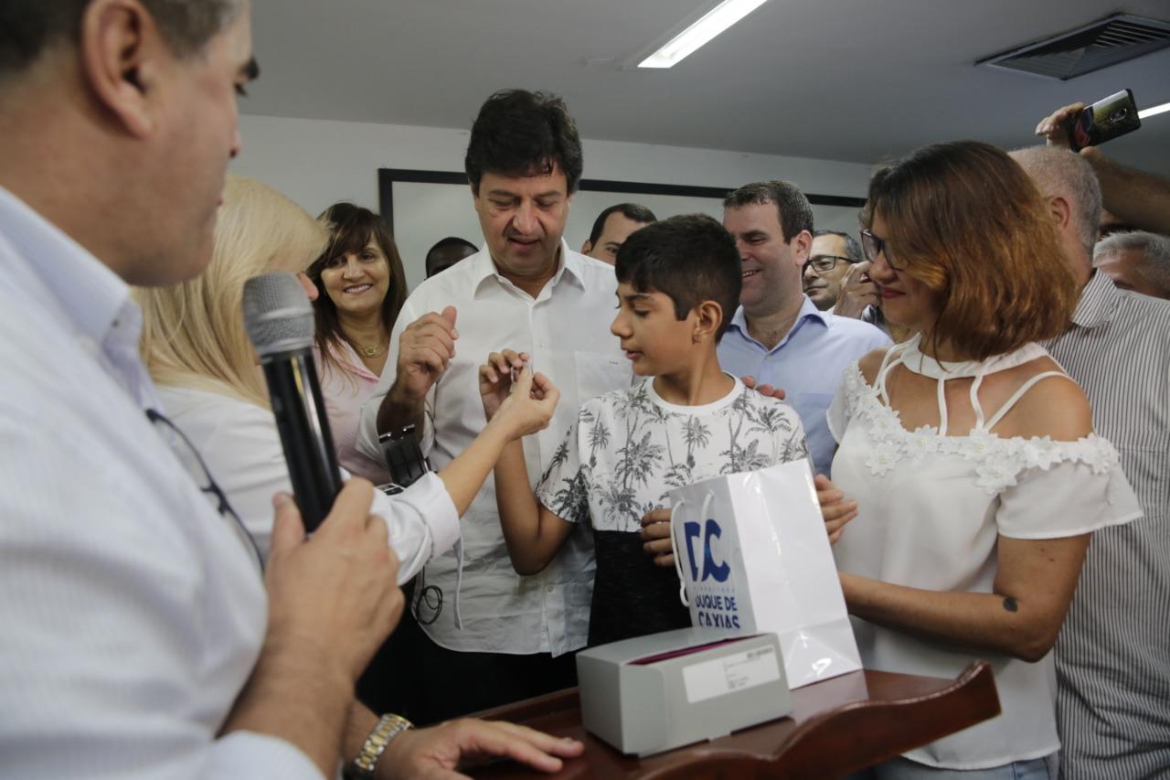 Ministro visita unidades de saúde e participa de  entrega de aparelhos auditivos em Duque de Caxias