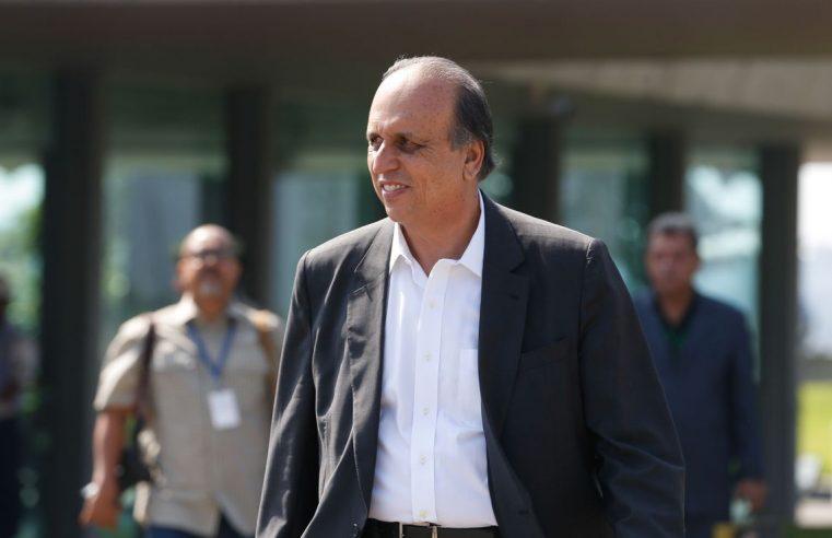 Ex-governador Pezão deixa prisão com tornozeleira eletrônica