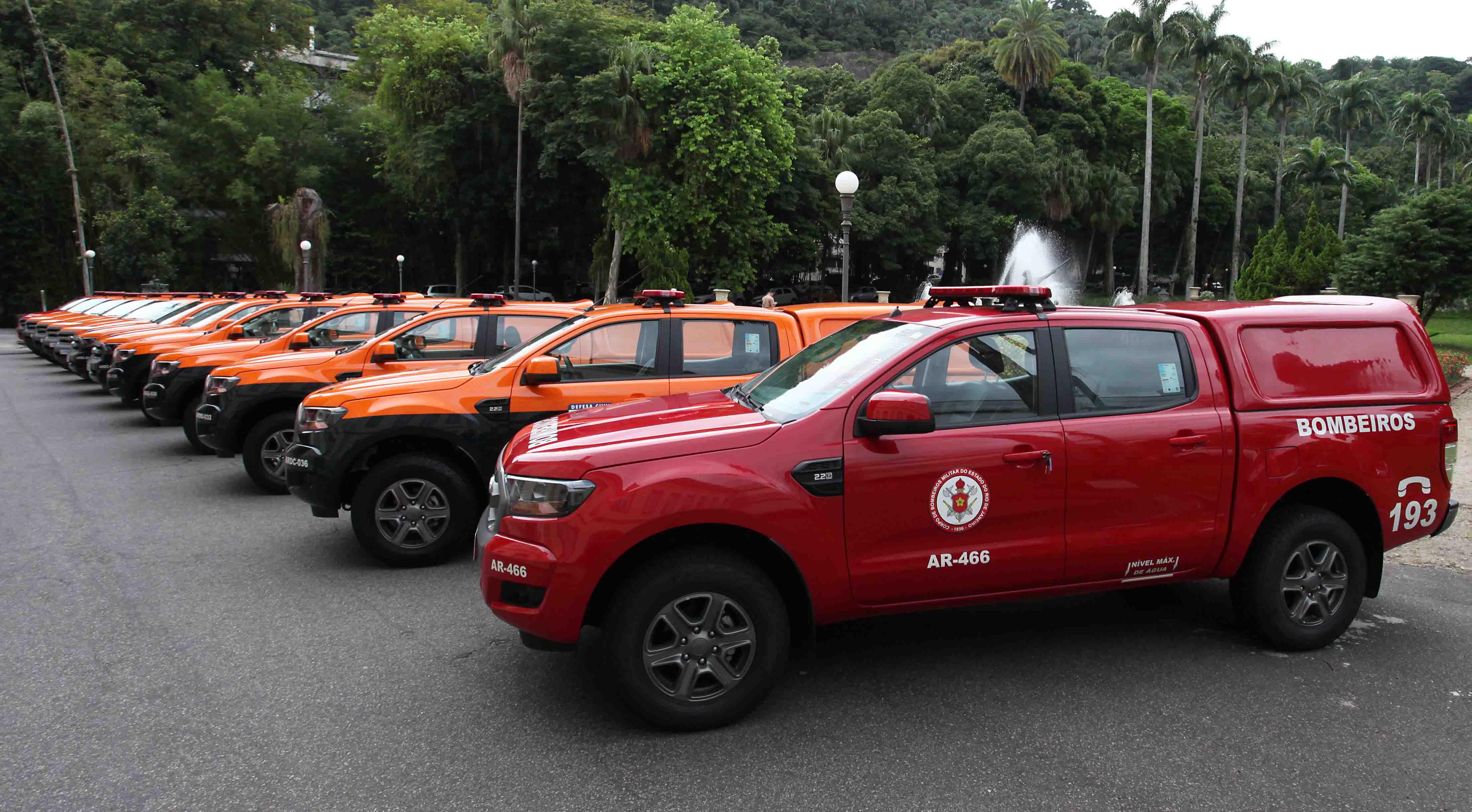 Defesa Civil e Bombeiros recebem  viaturas e equipamentos operacionais