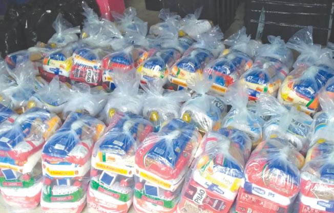 Prefeitura de Mesquita oferece cestas  básicas para artistas independentes