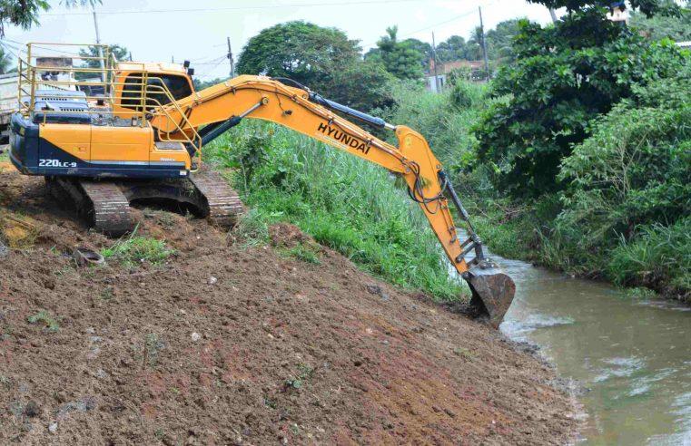 Queimados intensifica limpeza de rios