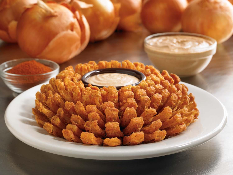 Dia do Cliente: Outback presenteia seus  fãs com a icônica cebola Bloomin' Onion