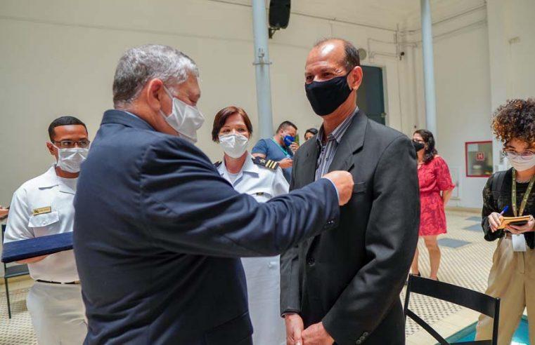 Subdiretor de Cultura da Alerj  recebe Medalha Amigos da Marinha