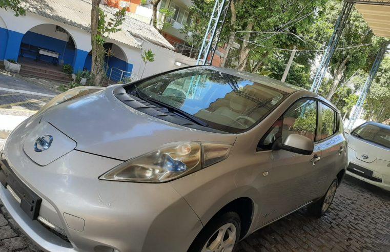 Alunos da FAETEC recebem  doação de carros elétricos da Nissan
