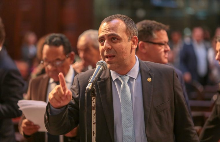 Projeto de lei quer impedir punição a  quem recusar vacina da Covid no Rio