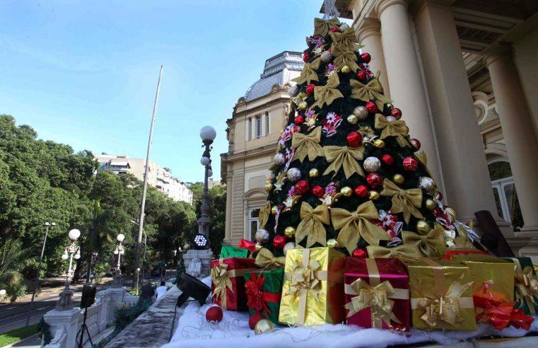Decoração especial e apresentações musicais  abrem a temporada de Natal no Palácio Guanabara