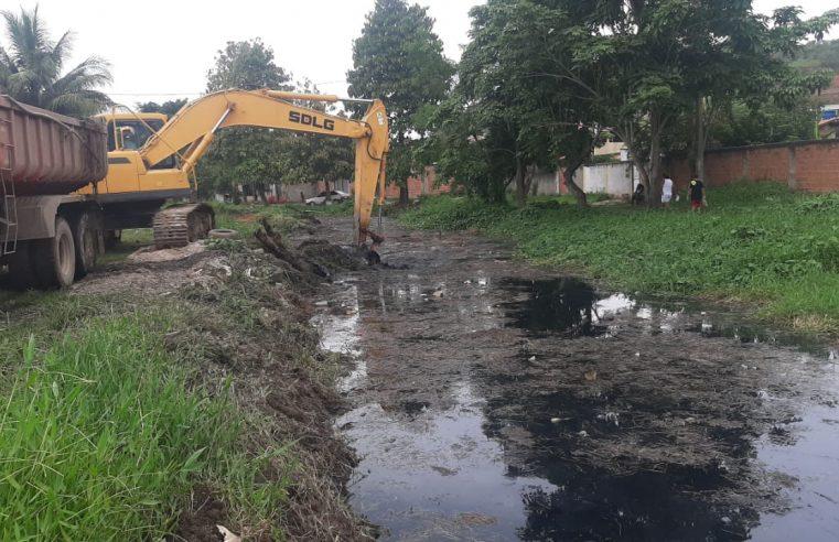 Combate a enchentes: limpeza de rios  e canais continua em Duque de Caxias