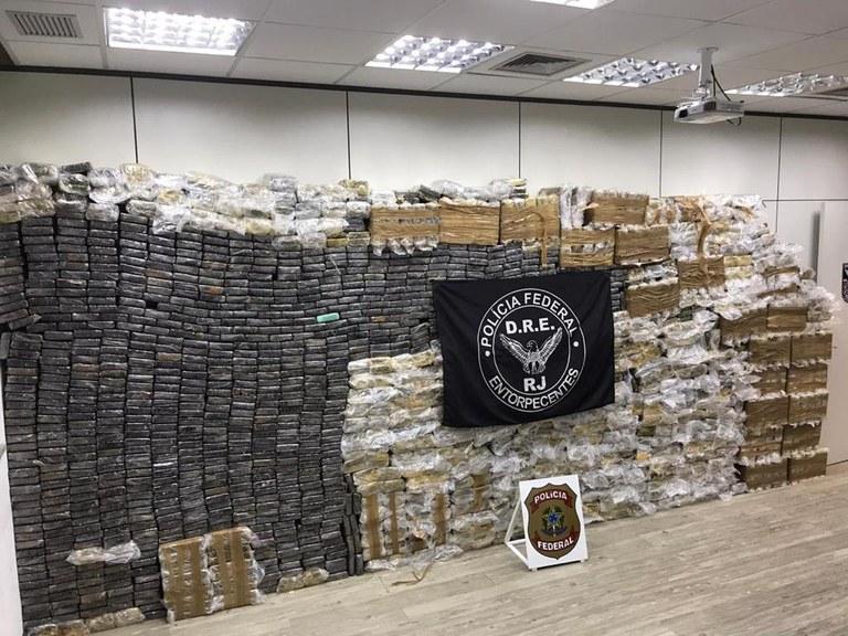 Polícia Federal apreende cerca de 2,5 toneladas de cocaína em Duque de Caxias