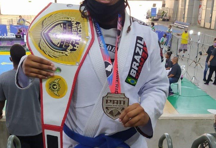 Belford Roxo conquista cinturão de peso absoluto e medalha de prata no Pan-Americano de Jiu-Jitsu