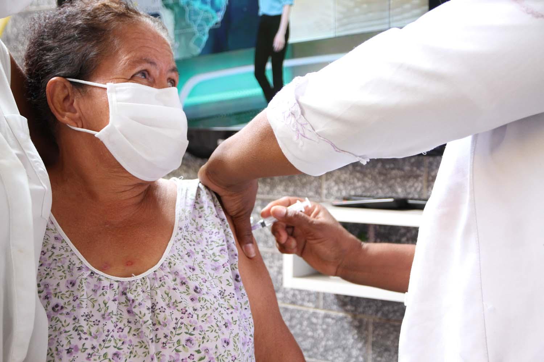 Belford Roxo divulga calendário de vacinação de idosos por faixa etária