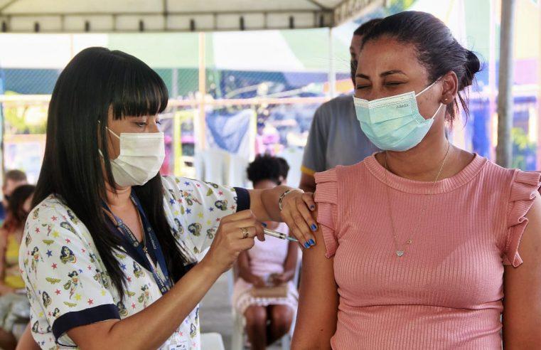 Nova Iguaçu suspende vacinação contra Covid-19 de adolescentes sem comorbidades nesta sexta-feira (17)