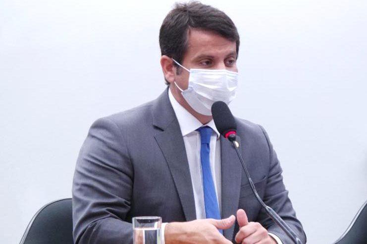 Dr. Luizinho cobra terceira dose  para profissionais da Saúde