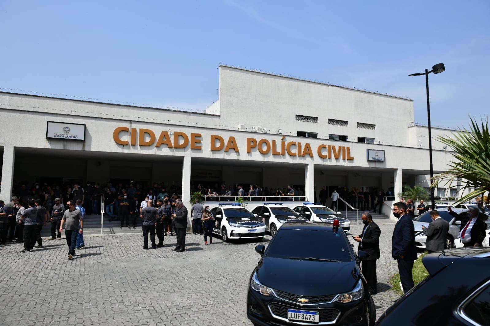 Governador anuncia reforma na  cobertura do prédio da Cidade da Polícia